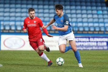 McLaughlin returns ahead of Glenavon clash