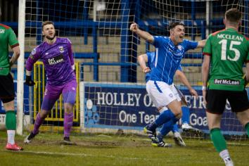 Challengers lose ground on Linfield
