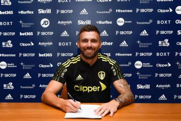 Dallas agrees new three year deal with Leeds Utd